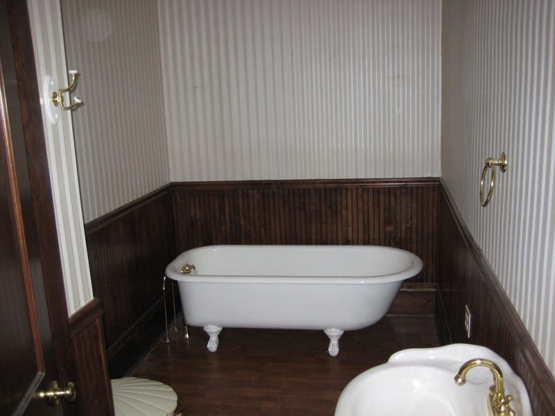 Farmhouse bathroom thistlewood farm for Bath farm