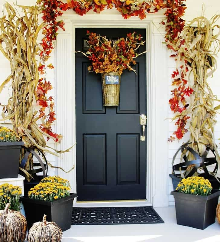 Farmhouse Door DIY Decor | Easy Fall Door Decorations You Can DIY on a Budget | fall door decorations | fall door wreath