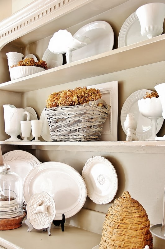 fall-decorating-ideas-for-the-kitchen-hutch