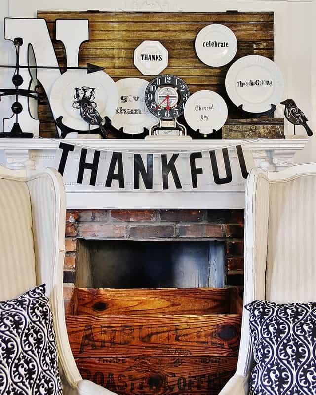 Thanksgiving-Mantel
