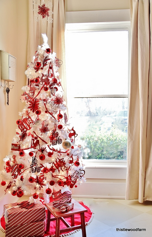 This red and white Christmas tree is the perfect way to get in the holiday spirit.