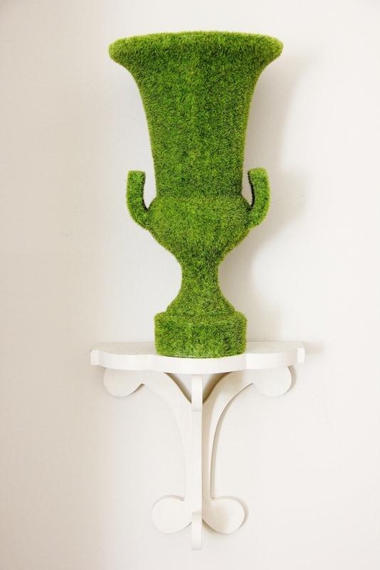 Moss-Urn