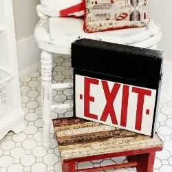 Upstairs_Bathroom_Chair 250 x 250
