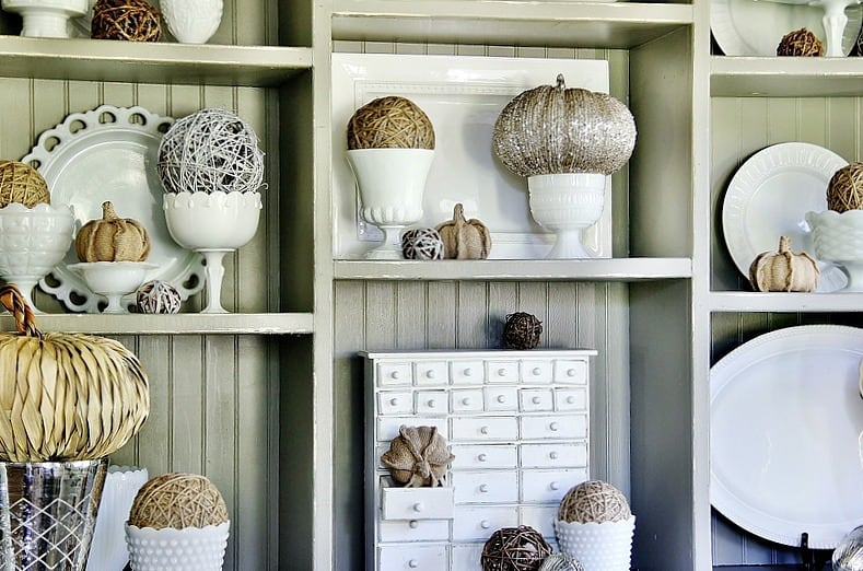 fall-decorating-ideas-for-the-dining-room-hutch
