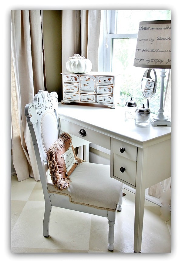 The white painted mini pumpkin pairs well with the white vintage chair and desk.