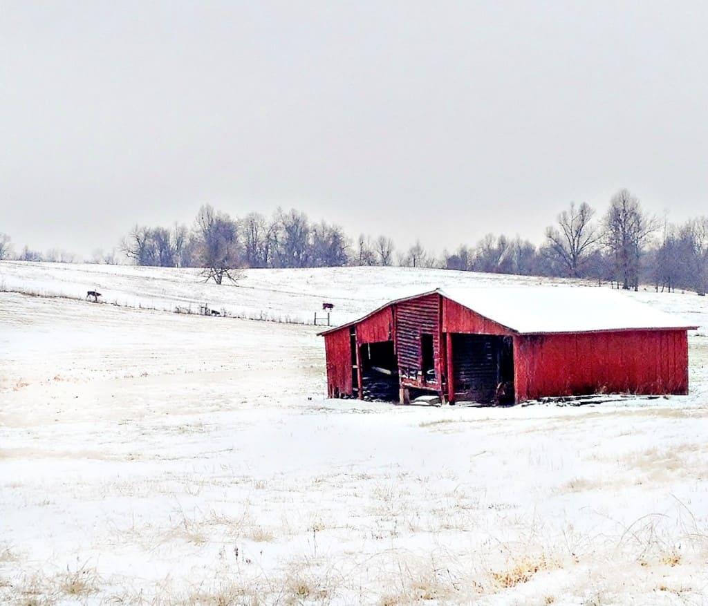 barn-in-snow