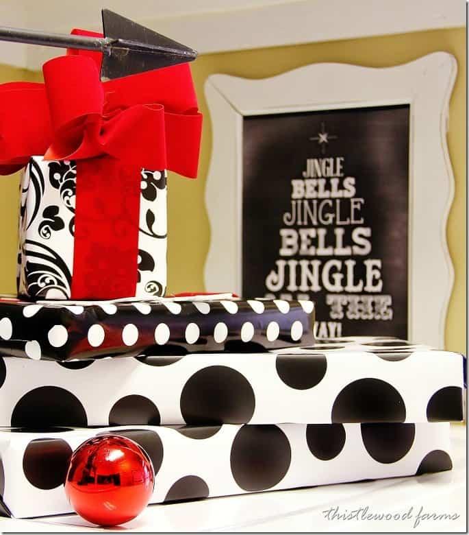 christmas-decorating-laundry-room