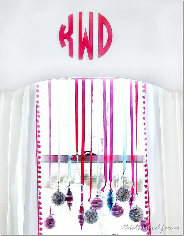 decorate-a-window-with-ornaments-diy