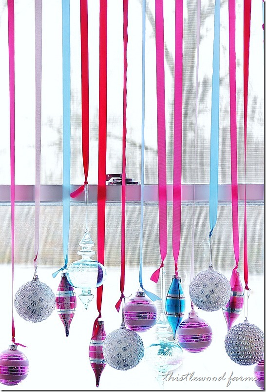 decorate-a-window-with-ornaments