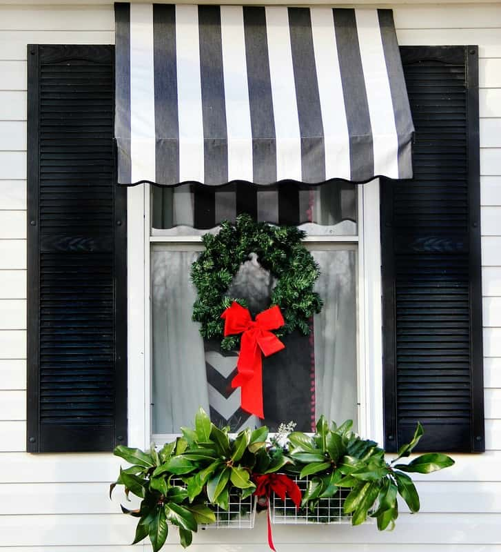 front-door-decorating-ideas-Christmas-window
