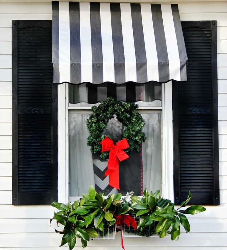 front-door-decorating-ideas-Christmas-window