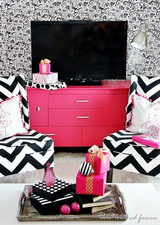 pink-Christmas-living-room.jpg