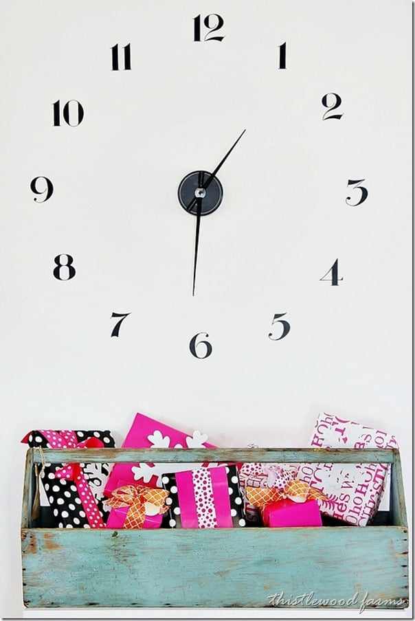 pink-and-blue-Christmas-clock