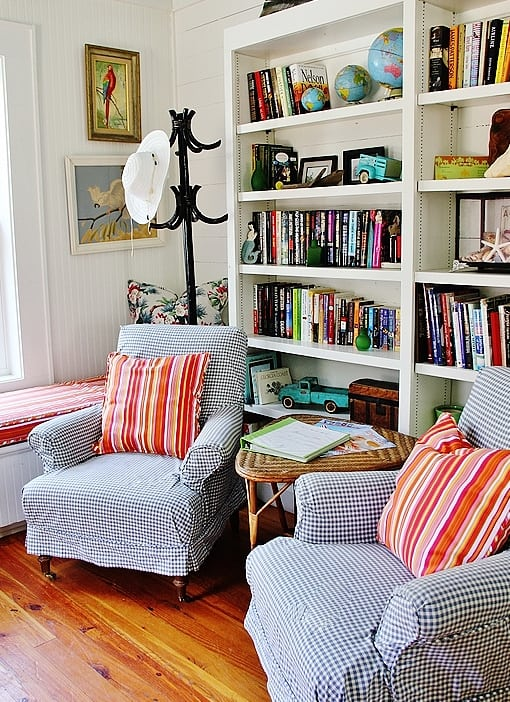 beach-cottage-style-bookcases