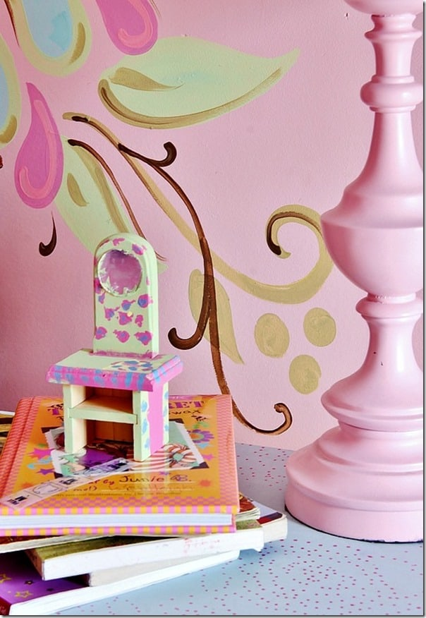 pink-and-brown-girls-room-books