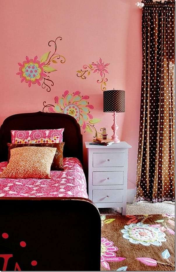 pink-and-brown-girls-room-flowers