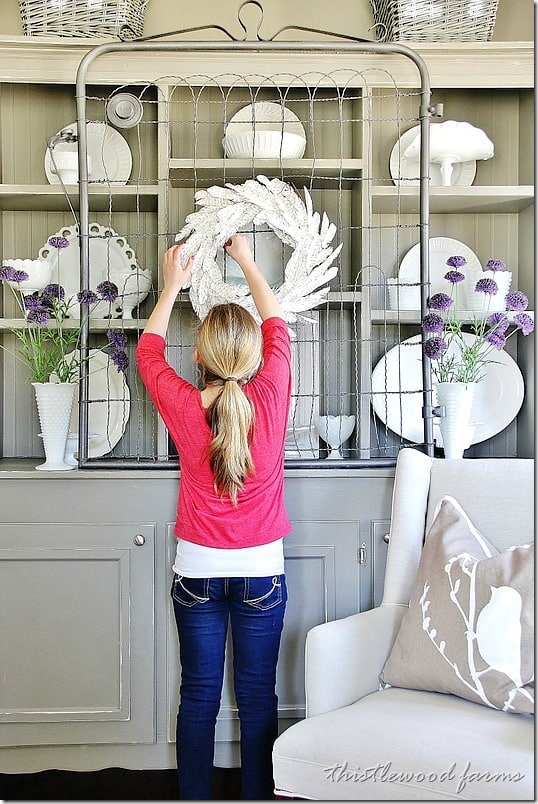 how-to-make-a-paper-feather-wreath-assistant