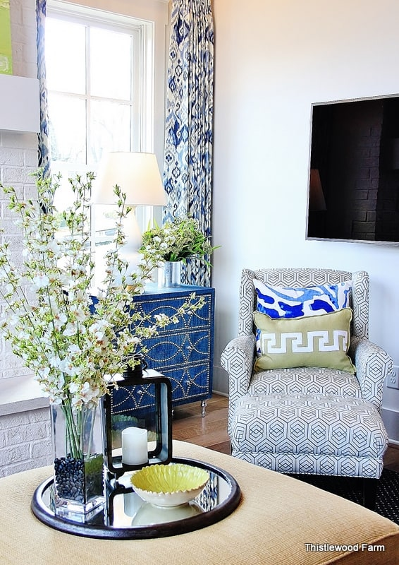 decorate-with-color-chair