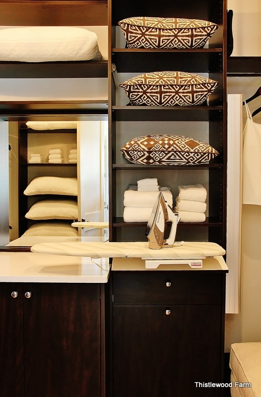 decorate-with-color-closet