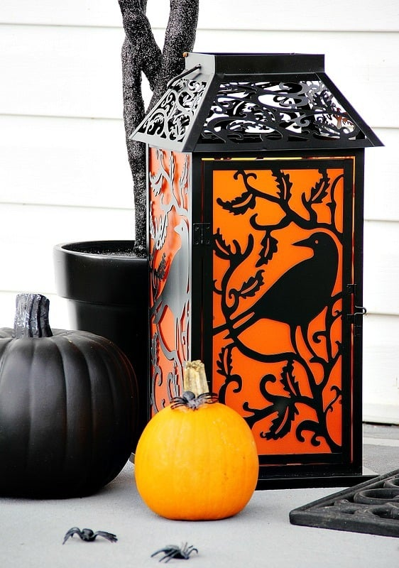 halloween-front-door-lantern