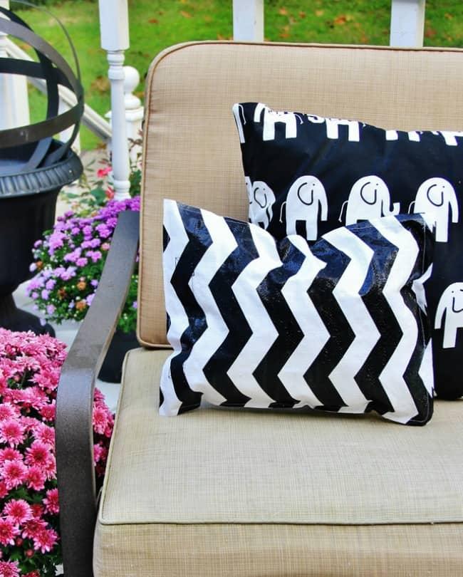 make an outdoor pillow