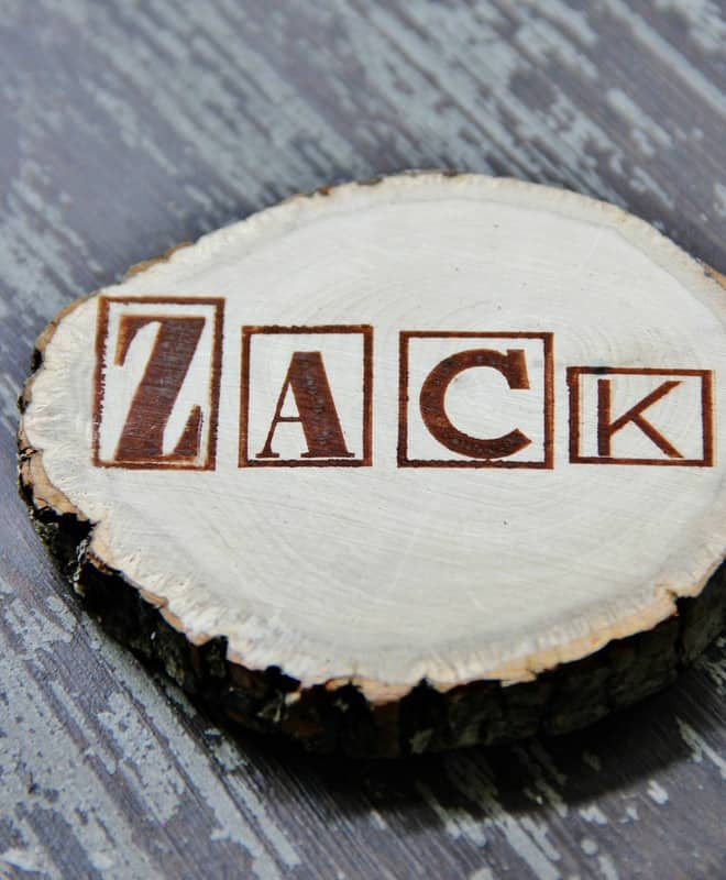Stamp the wood slices