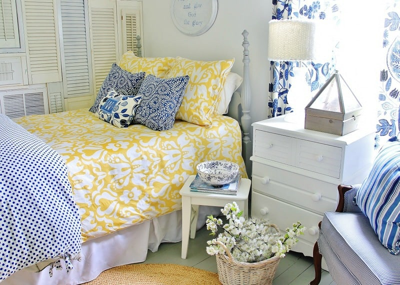 Best tip for putting on a duvet cover thistlewood farm for Farmhouse guest bedroom