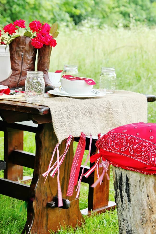 DIY Burlap Table Runner - Thistlewood Farm