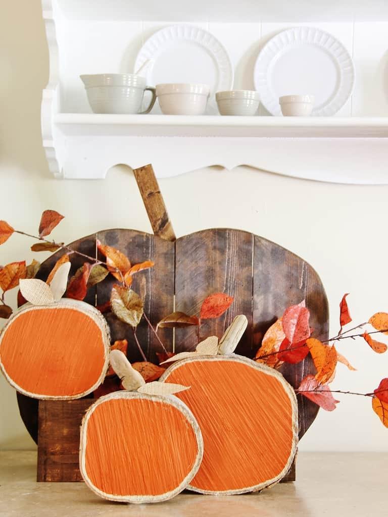 DIH Rustic Pumpkin Stand Wood Slice Pumpkins