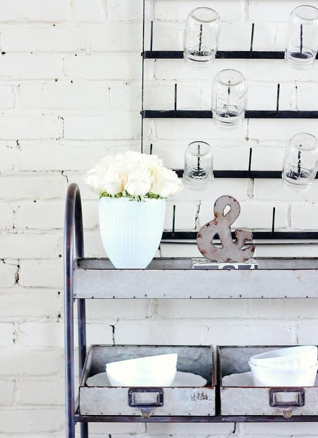farmhouse white roses