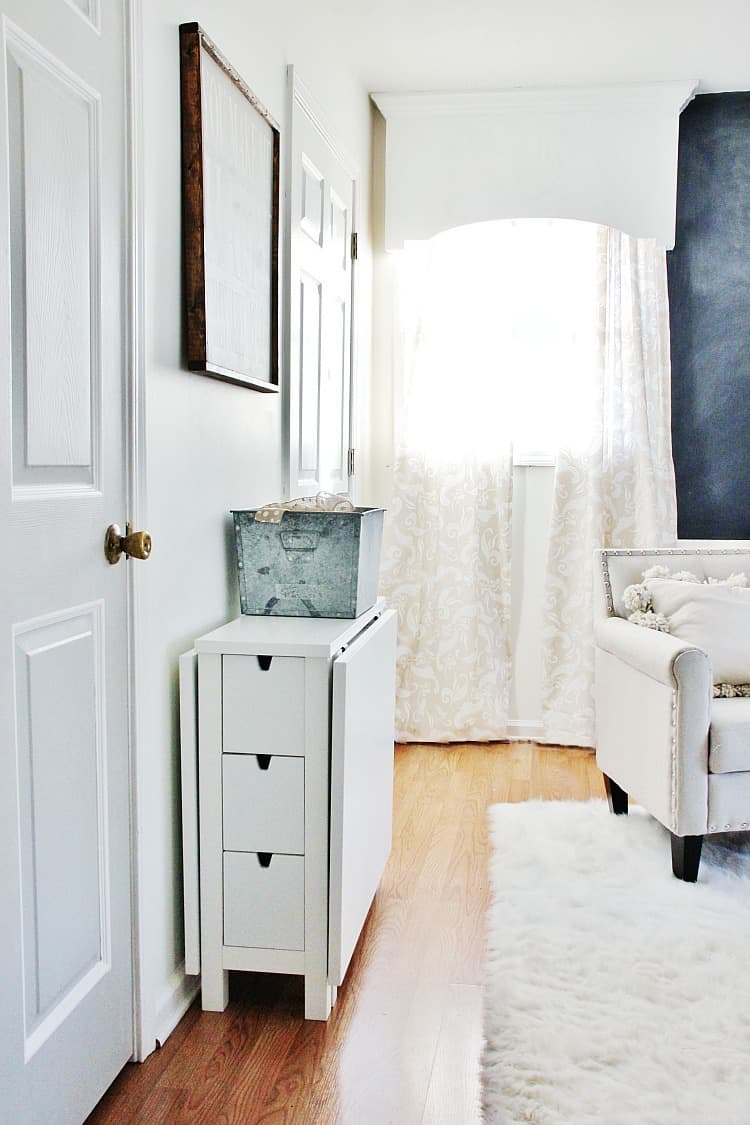 The best piece of furniture for a small space - Best desks for small spaces ...