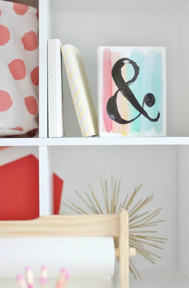 Pallet bookshelf in the imagination room