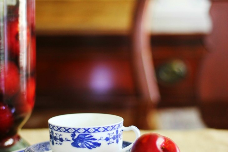 A Little Summer In a Blue and White Dining Room