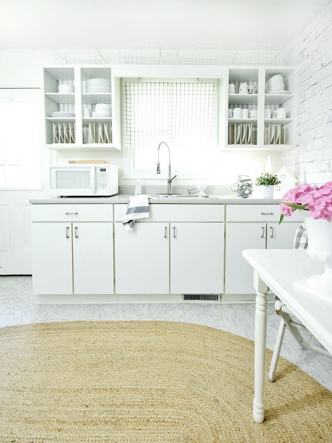 The faux brick wall fits perfectly with the farmhouse style of the kitchen