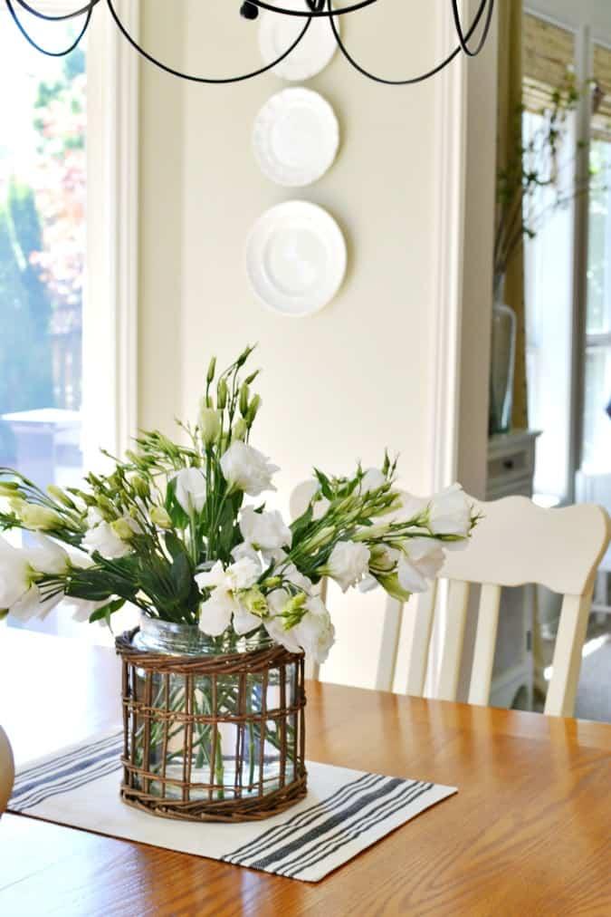 lisianthus-flower-arrangement