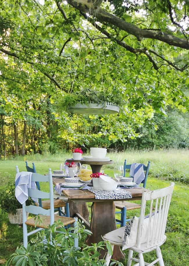 dining al fresco outdoor seating