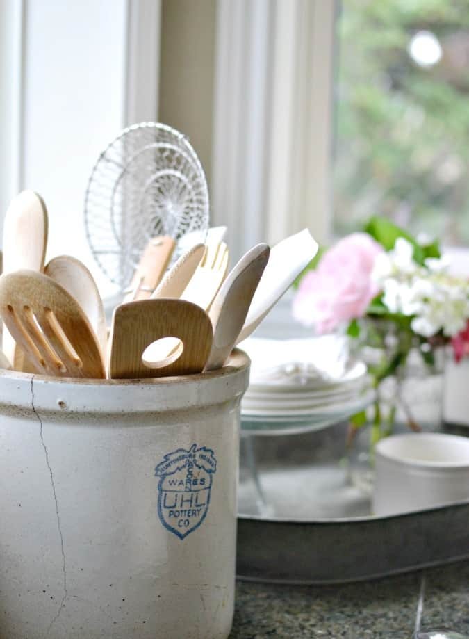 stoneware-crock-holding-wooden-spoons