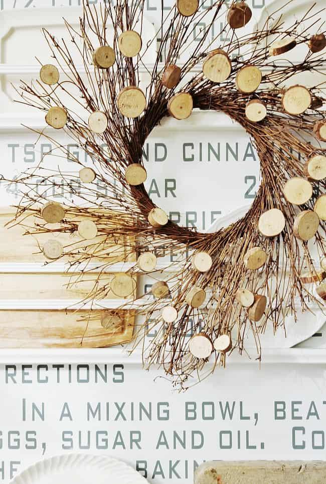 Make this incredible DIY wood slice wreath