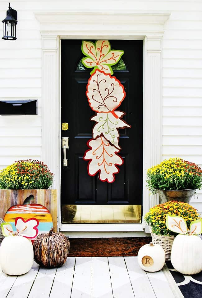 fall door decorating ideas with a runner