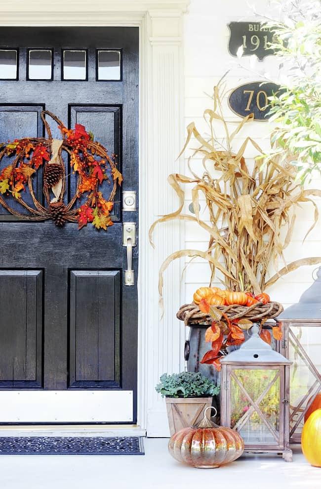 fall door decorating with corn husks