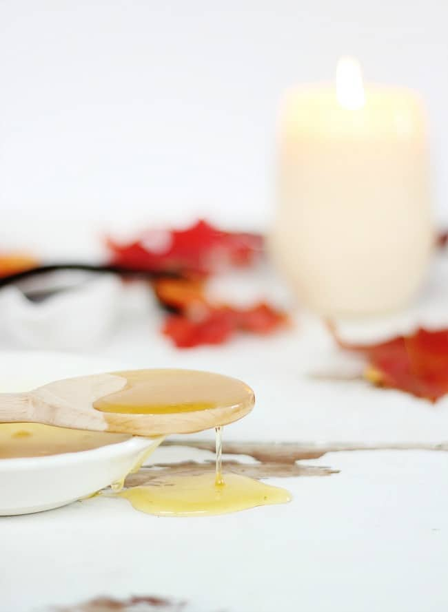 spiced-oak-and-honey-candle