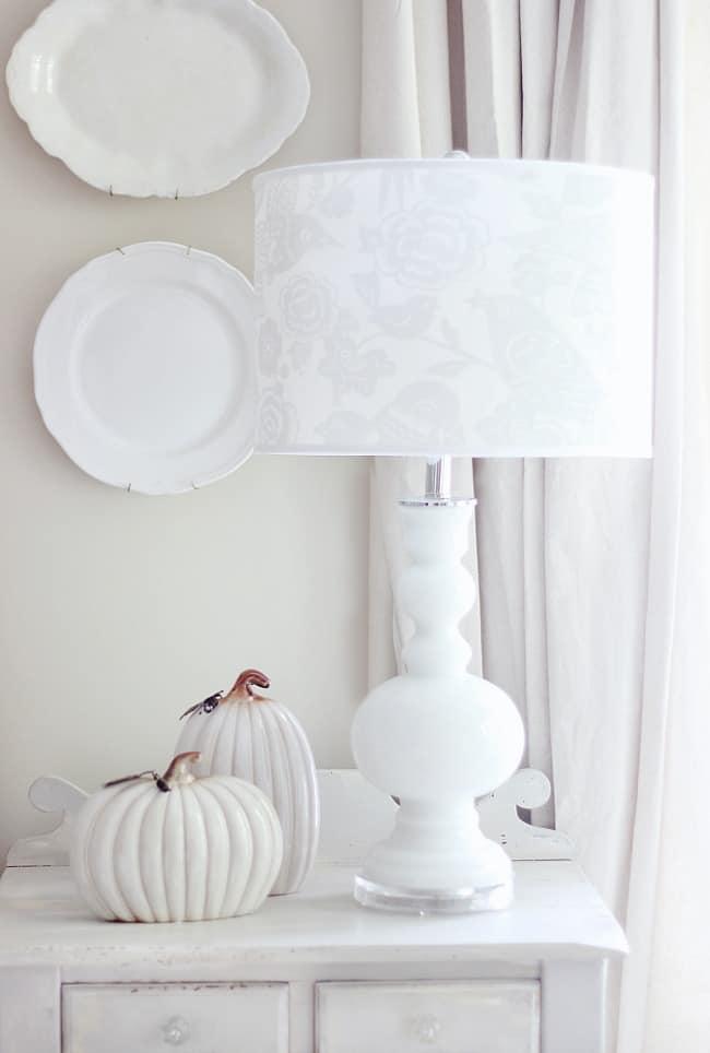 lamp-and-pumpkins