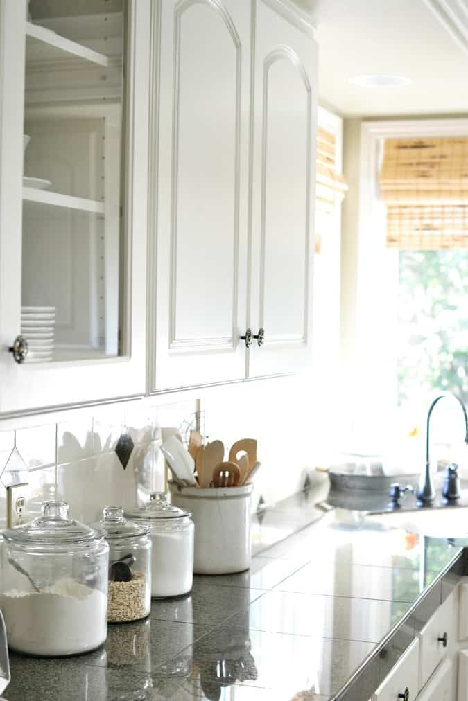 white-kitchen-cabinets-preview-1