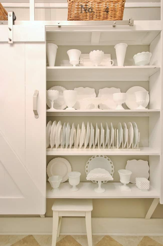 Dishes and bowls displayed in the pantry
