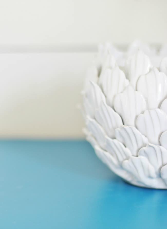 A detail of this great little white accent piece against the blue.