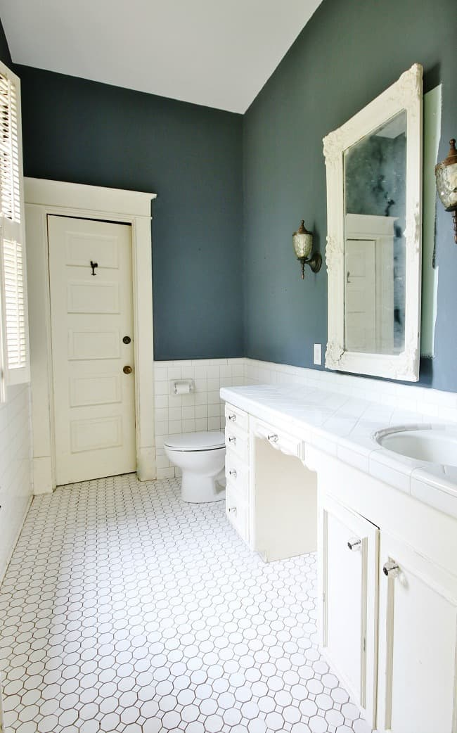 Another peek at the bathroom in the house