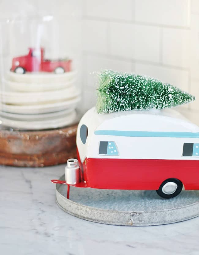 Look at this adorable holiday camper decor!