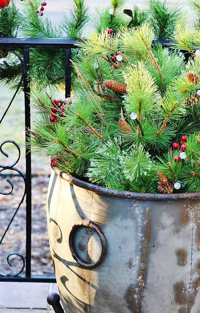 outdoor Christmas decorating ideas greenery
