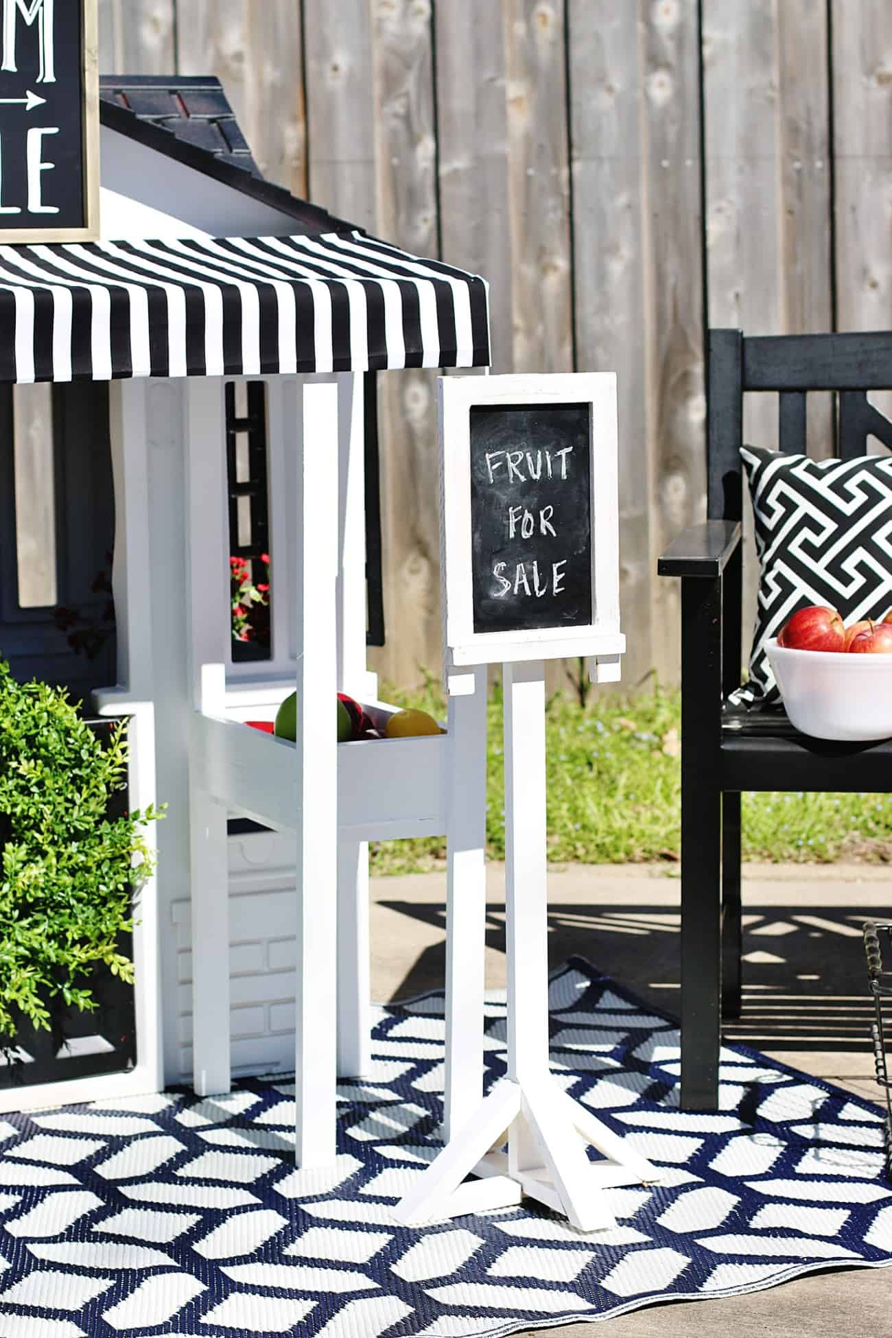 grocery store DIY playhouse