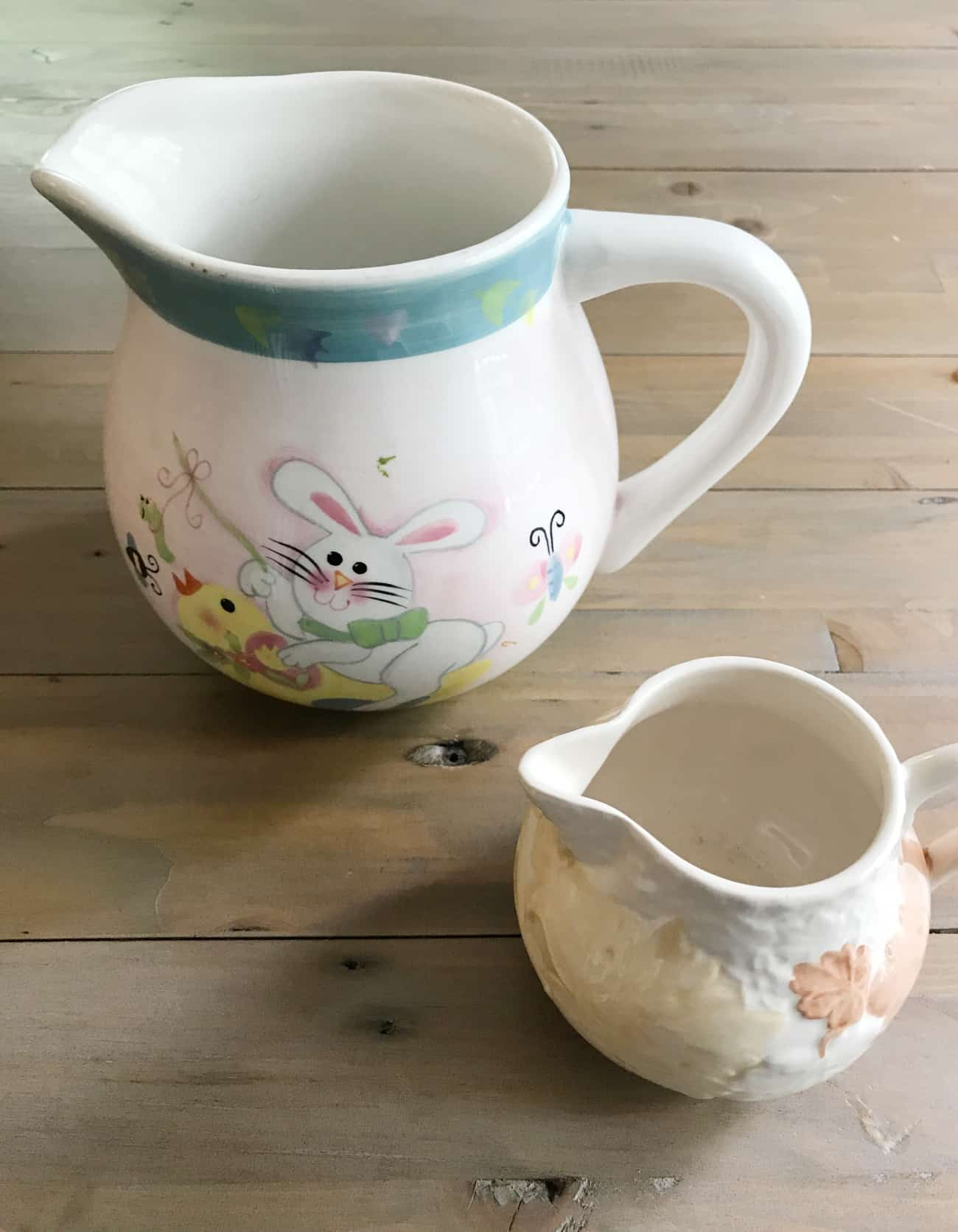 How To Spray Paint Ceramic And Make A Diy White Farmhouse Pitcher Thistlewood Farm
